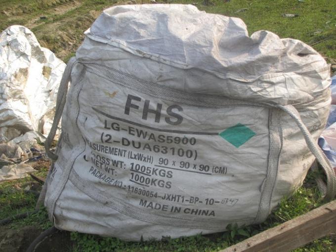 Những bao tải chứa rác xuất xứ từ Trung Quốc chứa những loại phế thải bên trong mà chưa hề có cá nhân hay tổ chức nào đánh giá được tác hại?