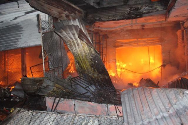 Hình ảnh chợ Sơn Hương Khê trong đêm bị bà hỏa