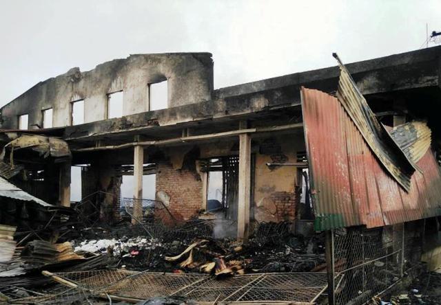 Chợ Sơn Hương Khê trơ trọi và tan hoang sau vụ cháy đêm 17/9.