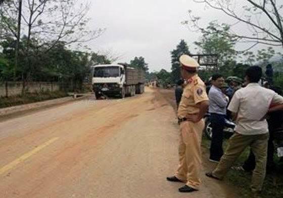 Đội CSGT công an huyện Vũ Quang có mặt kịp thời để xử lý vụ tai nạn.