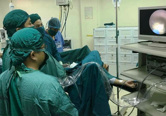 Một ca mổ nội soi tại bệnh viện đa khoa tỉnh Hà Tĩnh.