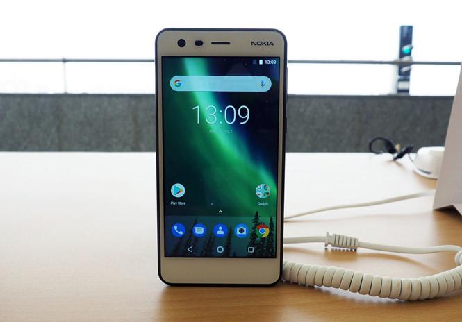 Thiết kếNokia 2dựa trên tất cả các đặc trưng về chất lượng, sự đơn giản và độ tin cậy của di sản điện thoại Nokia. Khung viền của Nokia 2 được gia côngtừ một khối nhôm đơn, kèm theo đó là mặt kính cường lực Corning Gorilla Glass được bổ sung bằng vật liệu polycarbonate đúc ở mặt sau mang lại cảm giác chắc chắn hơn cho sản phẩm.