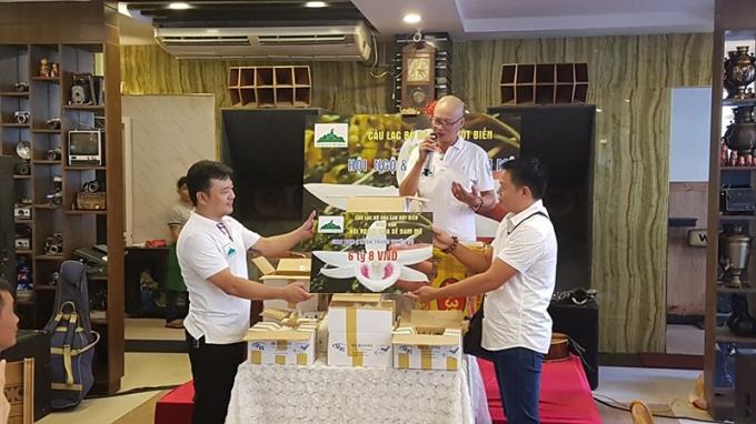Sáng 25-9, CLB Hoa lan đột biến sông Hàn, TPĐà Nẵngtổ chức buổi tiếp nhận lan Giã hạc năm cánh trắng độc đáo từ thị xã La Gi, Bình Thuận với giá lên đến 6,8 tỉ đồng.