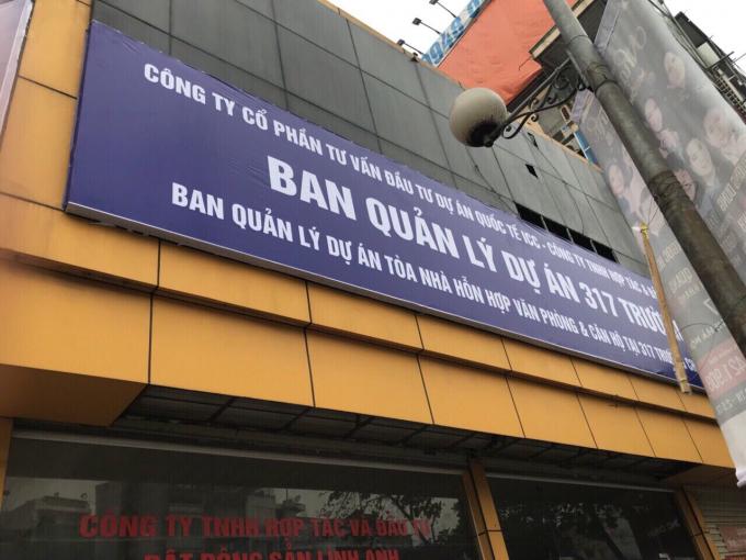 Hình ảnh Văn phòng BQL dự án ICC bị Cty Tân Hồng Hà khống chế không cho nhân viên ra vào để làm việc.