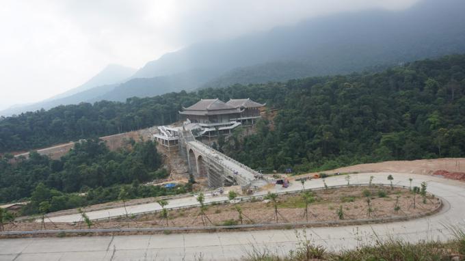 Nhiều hạng mục công trình được xây dựng tại Khu du lịch tâm linh-sinh thái Tây Yên Tử (Sơn Động). Ảnh Báo Bắc Giang.