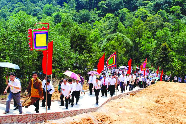 Du khách dự lễ hội Tây Yên Tử năm 2018.