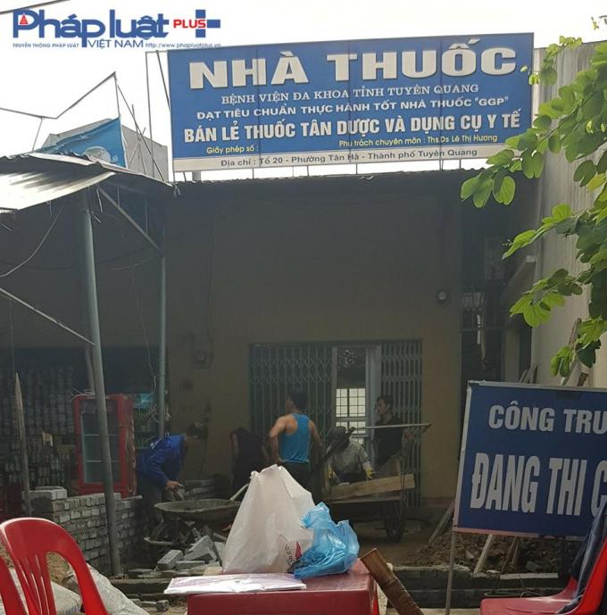 Nhà thuốc gắn mác bệnh viện của bà Lê Thị Hương - Phó khoa Dược, đang được sửa chữa. (Ảnh: Tiến Vũ)