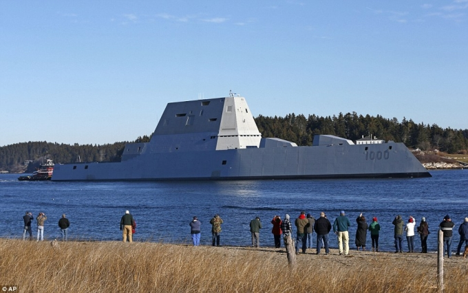 Khu trục hạm Zumwalt được thiết kế nhằm thay thế các tàu khu trục lớp Arleigh-Burke hiện tại của Hải quân Mỹ.