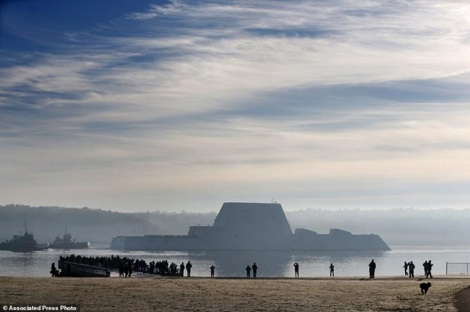 Tàu khu trục này được đặt tên theo đô đốc Elmo Zumwalt, một sỹ quan hải quân nổi tiếng của Mỹ đã qua đời năm 2000.