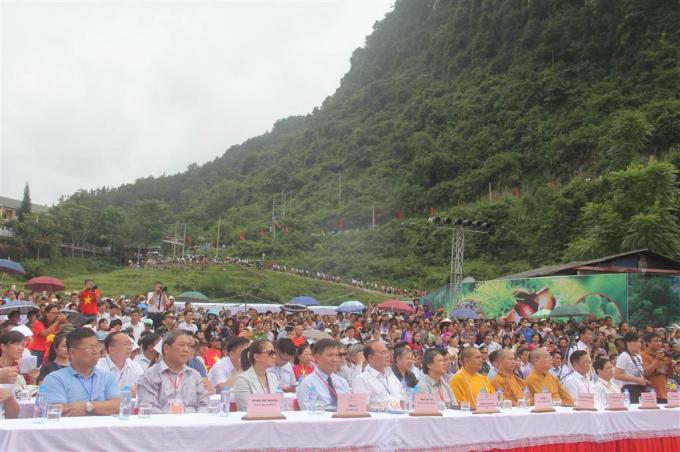 Các đại biểu lãnh đạo Trung ương và địa phương tới dự buổi lễ.