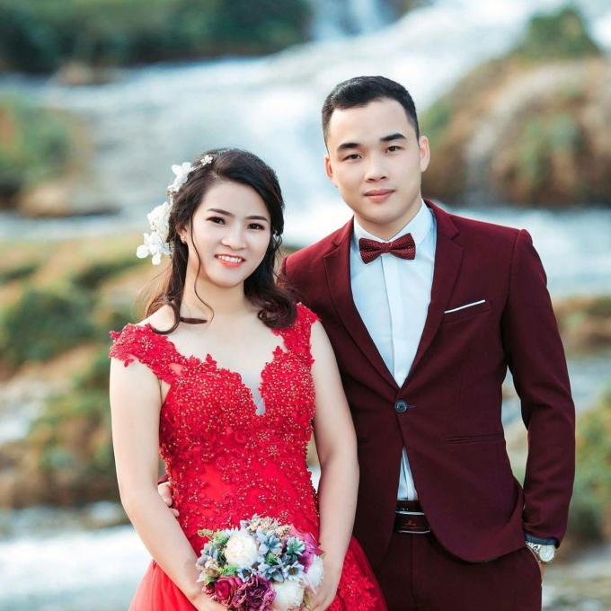 Chủ nhân của những bức ảnh cướilà Lưu Văn Toàn (công tác tại UBND xã Đoài Côn, huyện Trùng Khánh, tỉnh Cao Bằng) và Nguyễn Thị Thu (cán bộ UBND xã Thông Huề, Trùng Khánh).