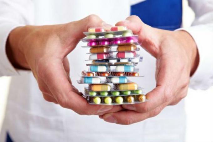 Việc lạm dụng các loại thuốc điều trị khiến bệnh viêm đại tràng càng nặng hơn