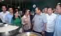 Thủ tướng Chính phủ đột xuất đi kiểm tra bếp ăn dành cho Công nhân