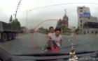 Quảng Ninh: Chạy trốn CSGT, 2 người đi xe máy lao thẳng vào ô tô