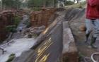 Lâm Đồng: Cây gãy đổ trong KDL Đường hầm điêu khắc, một bé gái tử vong