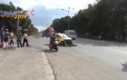Bình Dương: Va chạm với xe tải khiến đầu xe taxi biến dạng