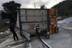 Xe đầu kéo bất ngờ mất lái gây tai nạn trên đèo Lò Xo