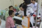 Bộ trưởng Bộ Y tế trao quà cho các bệnh nhi ung thư dịp Tết Trung thu
