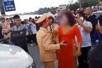 Hải Phòng: Xe đón dâu 'ăn mừng' đốt pháo trên đường, mẹ chú rể 'bật' lại CSGT