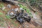 Xe tải đâm nát bét xe máy, 2 vợ chồng tử vong