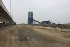 Dựng trạm trộn bê tông uy hiếp cầu vượt biển, DN kêu không biết