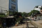 Quán bia, quán nước lụp xụp lấn chiếm hành lang an toàn đường sắt ở quận Bắc Từ Liêm