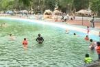 Nước hồ tạo sóng khu du lịch Khoang Xanh - Suối Tiên vẫn trong xanh mát lành