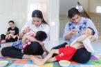 Nữ hoàng Sắc đẹp Mỹ La Tinh ngưỡng mộ khả năng dỗ em bé của Hoa hậu Phạm Hương khi đi từ thiện