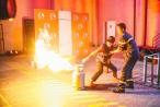 Trấn Thành - Hari mang bầu vật vã chống chọi lại với vụ cháy chung cư