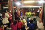 Đền Và (Sơn Tây) tấp nập người đi lễ cầu may