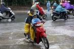Nhịp sống Hà Nội trong mưa lạnh triền miên
