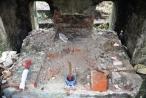 Huế:  Lăng mộ mẹ vua Dục Đức bị kẻ gian đào tung nhà bia