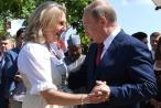 Ông Putin khiêu vũ tại đám cưới ngoại trưởng Áo