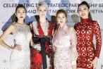 Chi Pu, Hoàng Oanh đọ dáng cùng siêu mẫu Coco Rocha