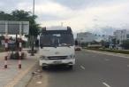 Xe khách cuốn xe máy vào gầm, 2 phụ nữ bị thương nặng