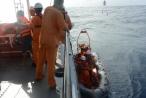 7 ngư dân Quảng Bình sống sót dù trôi dạt 3 hải lý khi tàu chìm giữa biển