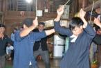 Clip: Thót tim với màn uống nước sôi trong tục 'nhảy bói' của người Dao ở Hà Giang
