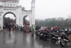Nghệ An: Loạn thu phí trông giữ xe ở nhiều đền chùa đầu năm