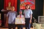 Gia Lai: Khen thưởng học sinh lớp 5 dũng cảm cứu 2 bạn khỏi đuổi nước
