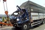 Lâm Đồng: Tông gãy barie trạm thu phí rồi ủi thẳng vào xe tải phía trước, tài xế tử vong