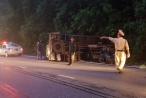 Lâm Đồng: Tài xế thắng gấp, xe tải lật trên đèo Bảo Lộc