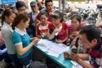 Hà Nội: Người dân xếp hàng đợi chụp ảnh 'chính chủ' thuê bao di động