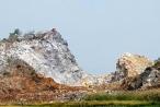 Xẻ núi khai thác đá trái phép ở Bình Thuận