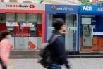 Tiêu dùng 72h: Ngân hàng muốn tăng phí thẻ ATM, người tiêu dùng thì sao?