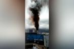 Cột khói đen cao hàng chục mét từ nhà máy nhiệt điện Vĩnh Tân