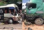 Sơn La: Xe khách biến dạng sau khi đấu đầu xe tải, nhiều người nhập viện