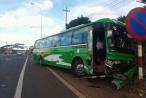 Lâm Đồng: Xe khách tông ô tô 7 chỗ ở trạm thu phí, 3 người nhập viện