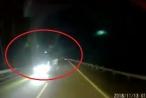 Clip 'hoảng hồn' với pha đi ngược chiều của xe tải trên đường cao tốc Hà Nội - Lào Cai