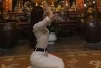 Vừa lên mạng phân trần việc bán dâm, Á hậu Thư Dung lại bị chỉ trích tạo dáng nhạy cảm nơi linh thiêng
