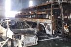 Bình Dương: Cháy gara, nhiều ô tô cháy trơ khung